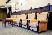 Vintage armchairs in room — Stockfoto