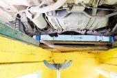 Auto v opravě — Stock fotografie