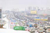 Traffic jam on highway in Moscow — Stockfoto