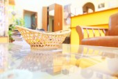 Wicker basket with candy — Stock fotografie