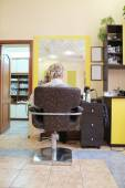 Hair coloring in beauty salon — Stock Photo