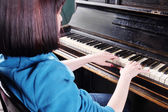 Piano with  female artist — Stock Photo