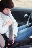 Woman putting on seatbelt — Stock Photo