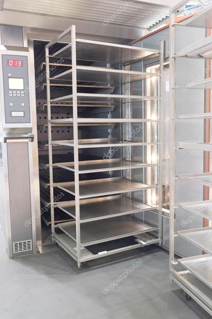 Estante para pan fotos de stock uatp12 71731653 - Estantes de metal ...