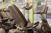 Interior moderno de fitness club ginásio — Fotografia Stock