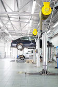 Cars in  dealer repair station in Moscow — Fotografia Stock