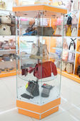 Interior of bag's boutique — Stock Photo