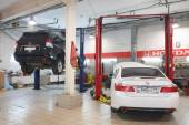 Cars in dealer repair station in Tula — Stockfoto