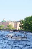 Boot auf dem Fluss Moika in St. petersburg — Stockfoto