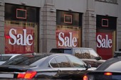 "Word ""Sale"" on  show window — Stock Photo"