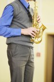 Performer plays  saxophone — Stock Photo