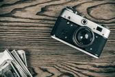 Gammal kamera och bilder — Stockfoto