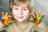 Mãos pintadas em tintas coloridas — Fotografia Stock