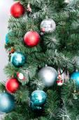 árbol de navidad con decoración — Foto de Stock