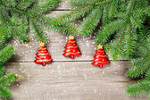 Kerstboom met kerstballen — Stockfoto