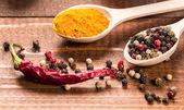 Kaşık ve biber baharat — Stok fotoğraf