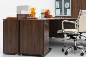 Desk, leather armchair and bookcase — Stock Photo