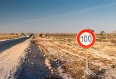 Speed limit sign at the road — Stock Photo