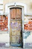 A brown wood old door in the centre of Astrakhan Russia — Stock Photo