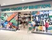 ASTRAKHAN  RUSSIA -August 16, 2014 illustrative editorial photo of shop front with Benetton Company . Benetton is the popular brand in Russia — Стоковое фото