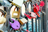 Wedding locks on bridge fence in Astrakhan, Russia — Stock Photo