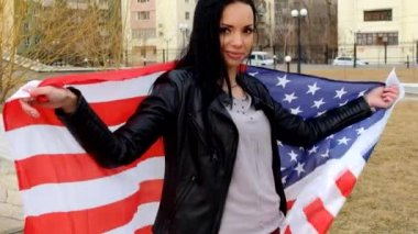 Latino women posing with US flag outdoors — Stock Video