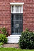 Noir métal porte dans le Cambridge, Massachussets, nous — Photo