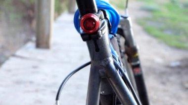 Bike rear light flashing — Vidéo