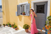 Woman out of the doors   beautiful house — Stock Photo