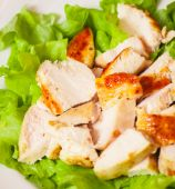 Fresh salad with chicken breast — Stock Photo