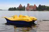 βάρκα στο νησί κάστρο trakai — Φωτογραφία Αρχείου