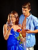 Paar mit cocktail gläser. — Stockfoto