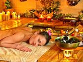 женщина получать массаж — Стоковое фото