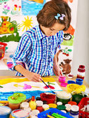 Child painting. — Stock Photo