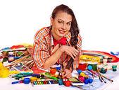 Künstlerin Frau mit Farbe palette. — Stockfoto