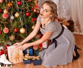 Woman receiving gifts. — Stockfoto