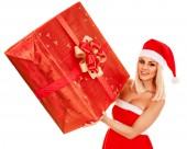 Girl  and Christmas gift box. — Stockfoto