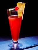 Bebida vermelha com abacaxi — Fotografia Stock
