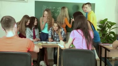 Students discussing problem of class. — Stock Video