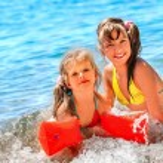 Children  playing on  beach. — Stock Photo #75129437