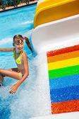 孩子在比基尼滑动水上公园. — 图库照片