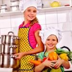 Girls holding vegetables — Stock Photo #78757594