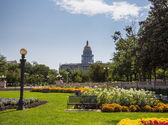 Gardens in front of State Capitol Denver — Stock Photo