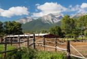Farmyard and stable by Mt Princeton CO — Stock Photo