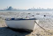 Fishermans boat on waterfront in Bahrain — Stock Photo