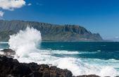 Waves hit rocks at Queens Bath Kauai — Stock Photo