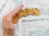 Solid gold coins on 2014 form 1040 — Stock Photo