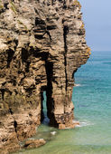 Sea arch near Bossiney Haven cove, Cornwall — Stock Photo