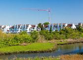 Construction crane above condos in Ocean City — Stock Photo