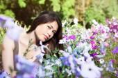 Beautiful Young Woman Outdoors. — Stock Photo